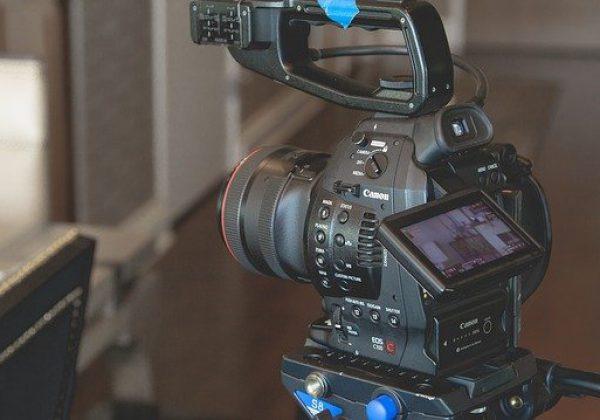 איך לצלם סרטוני יצירה – ולנהל ערוץ יוטיוב מצליח